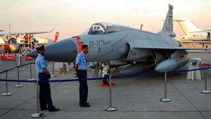 JF-17 на авиасалоне в Дубае, 2011 г.