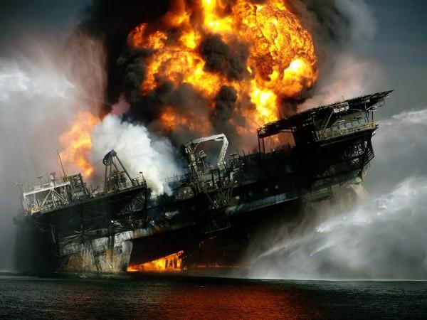 Пожар на платформе Deepwater Horizon в апреле 2010 г. | i-am-bored.com