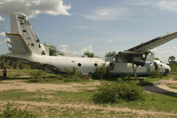 Совершивший вынужденную посадку сбитый повстанцами Южного Судана Ан-26 ВВС Судана. Melting Tarmac Images | airliners.net