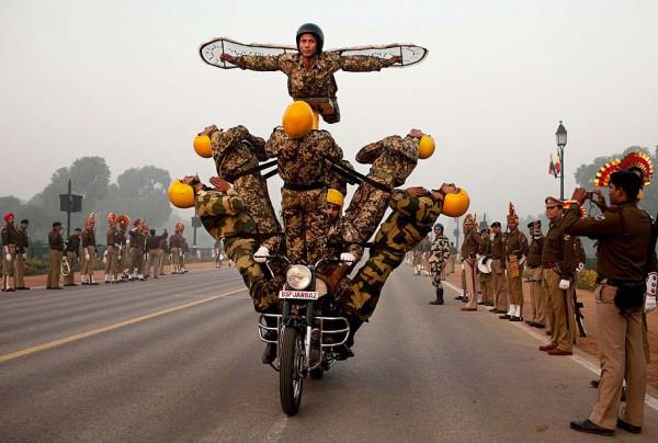 Репетиция парада в честь Дня Республики. Индия, январь 2012 г. | AP Photo/Kevin Frayer