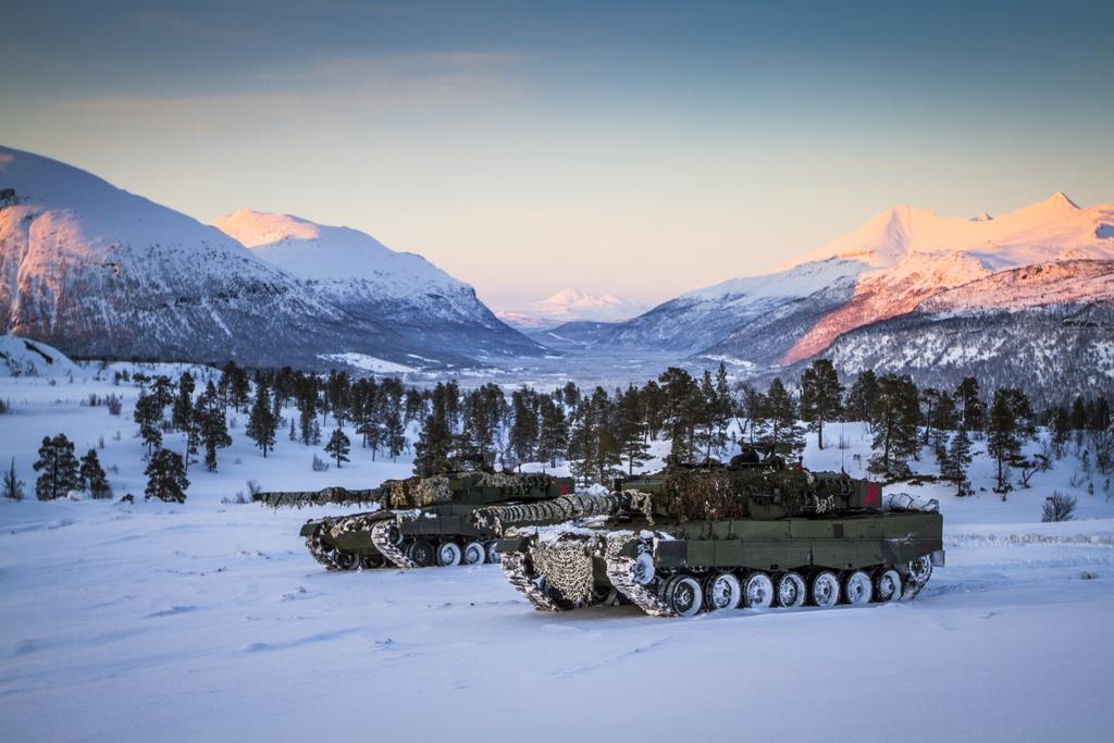 """Noruega: Manobra militar """"Joint Viking"""" a maior em quase 50 anos"""
