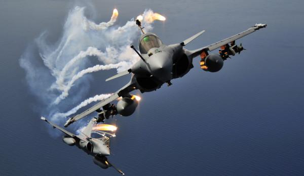Истребитель Rafale ВВС Франции в конфигурации для Афганистана в ходе учебного полета (с) tpe-rafale.e-monsite.com
