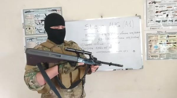 Скриншот видеообзора автоматической винтовки Steyr AUG от Malhama Tactical (с) YouTube