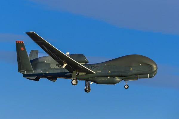 Стратегический разведывательный БПЛА RQ-4 Global Hawk (c) ainonline.com