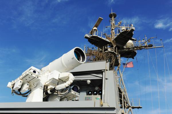 Американская система лазерного оружия LaWS, продемонстрированная на телеканале CNN 17 июля 2017 года (c) navy.mil